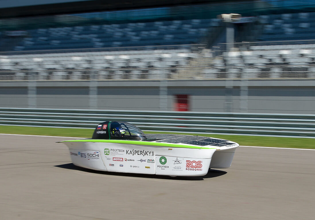 Первый российский солнцемобиль прошел испытания на трассе Формулы-1