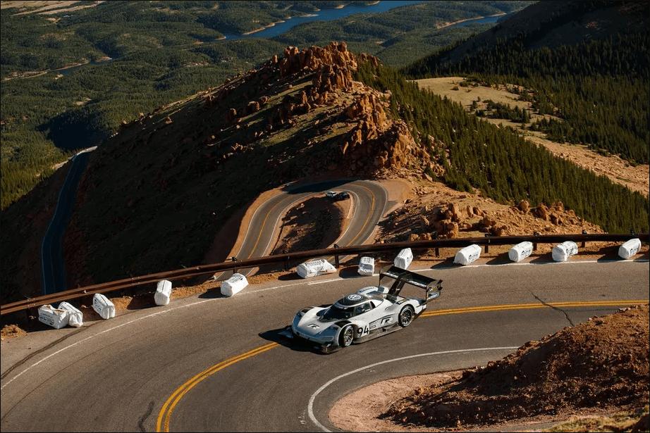 Гоночный электромобиль Volkswagen побил рекорды на Pikes Peak Hill Climb