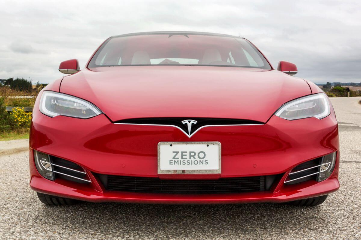 Tesla наконец-то начала зарабатывать на Model 3