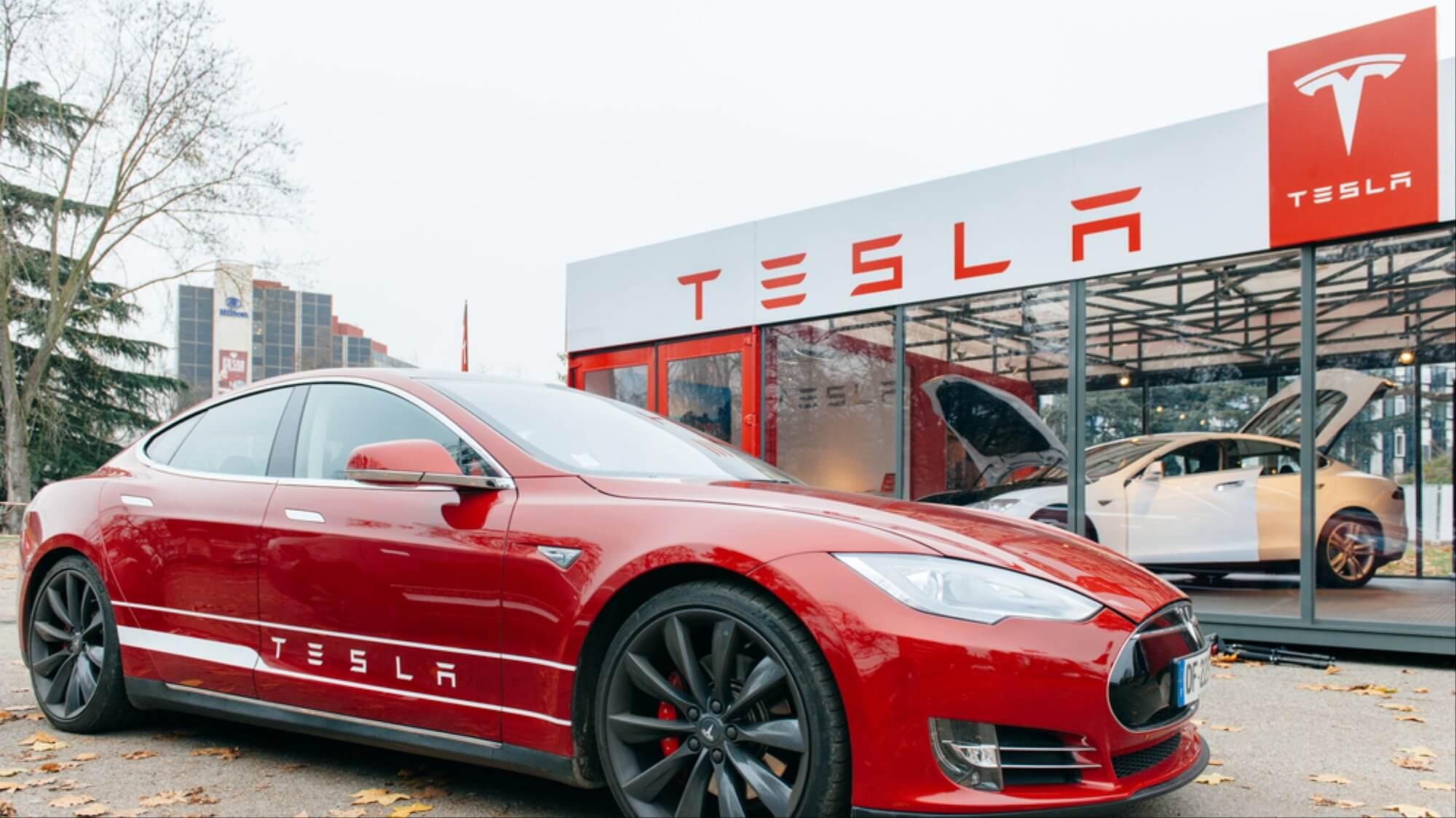 Взломать за 2 секунды: цифровая защита Tesla не устояла перед хакерами