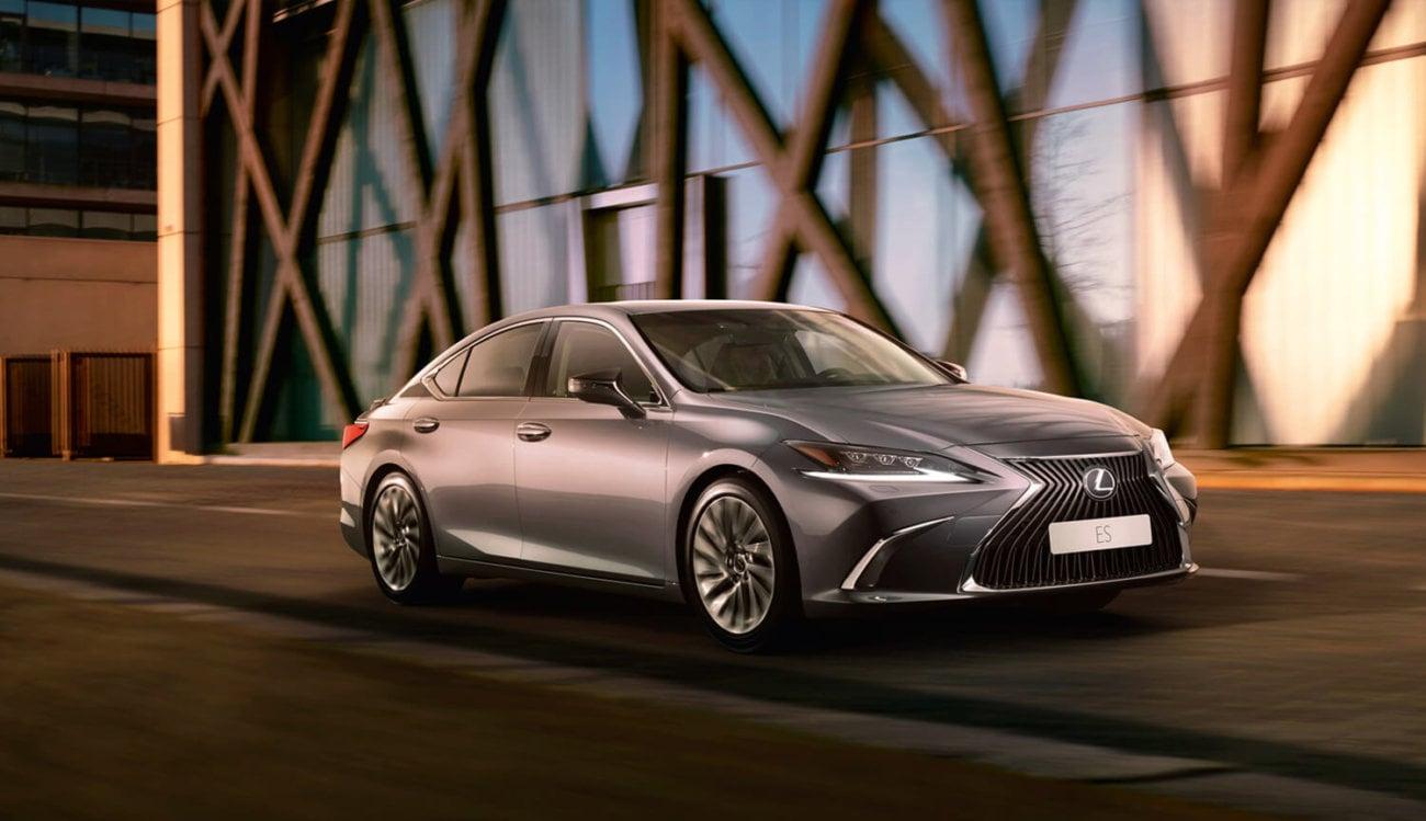 Автомобиль Lexus ES