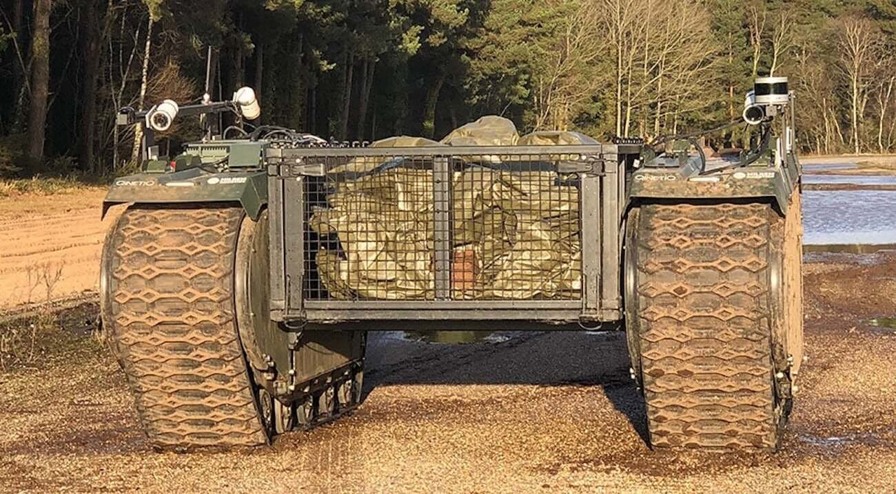 В Великобритании проходят первые в мире военные учения с участием людей и боевых роботов