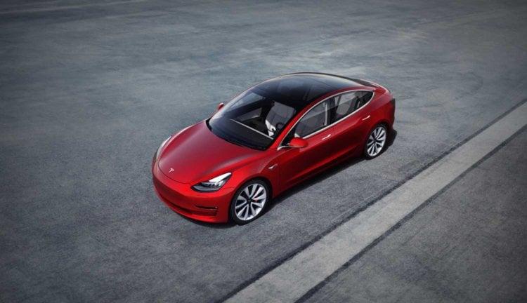 Автомобиль Tesla Model 3