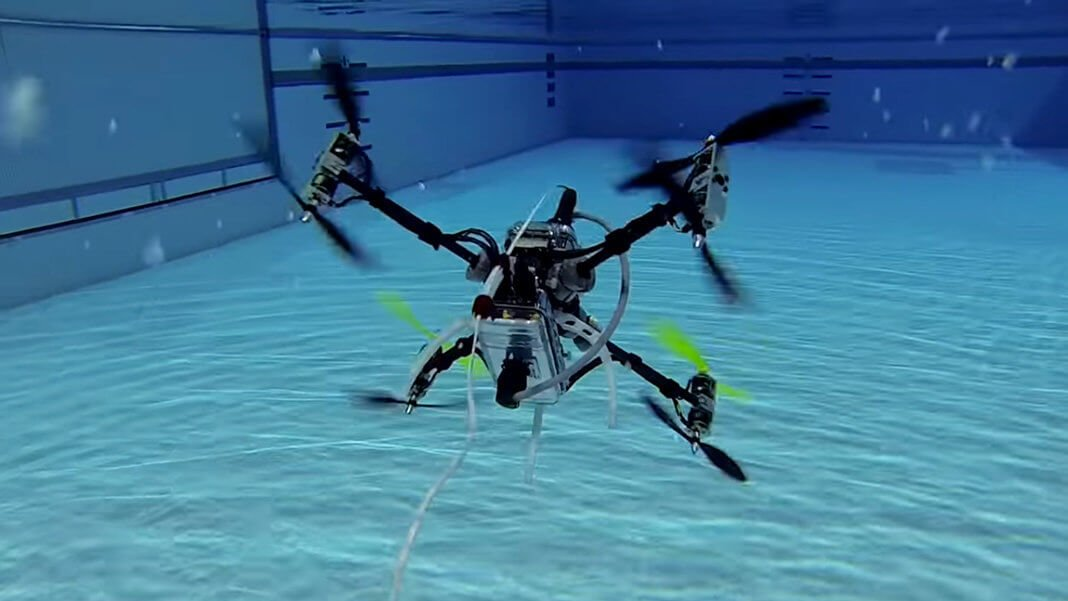 беспилотный дрон умеет летать плавать водой