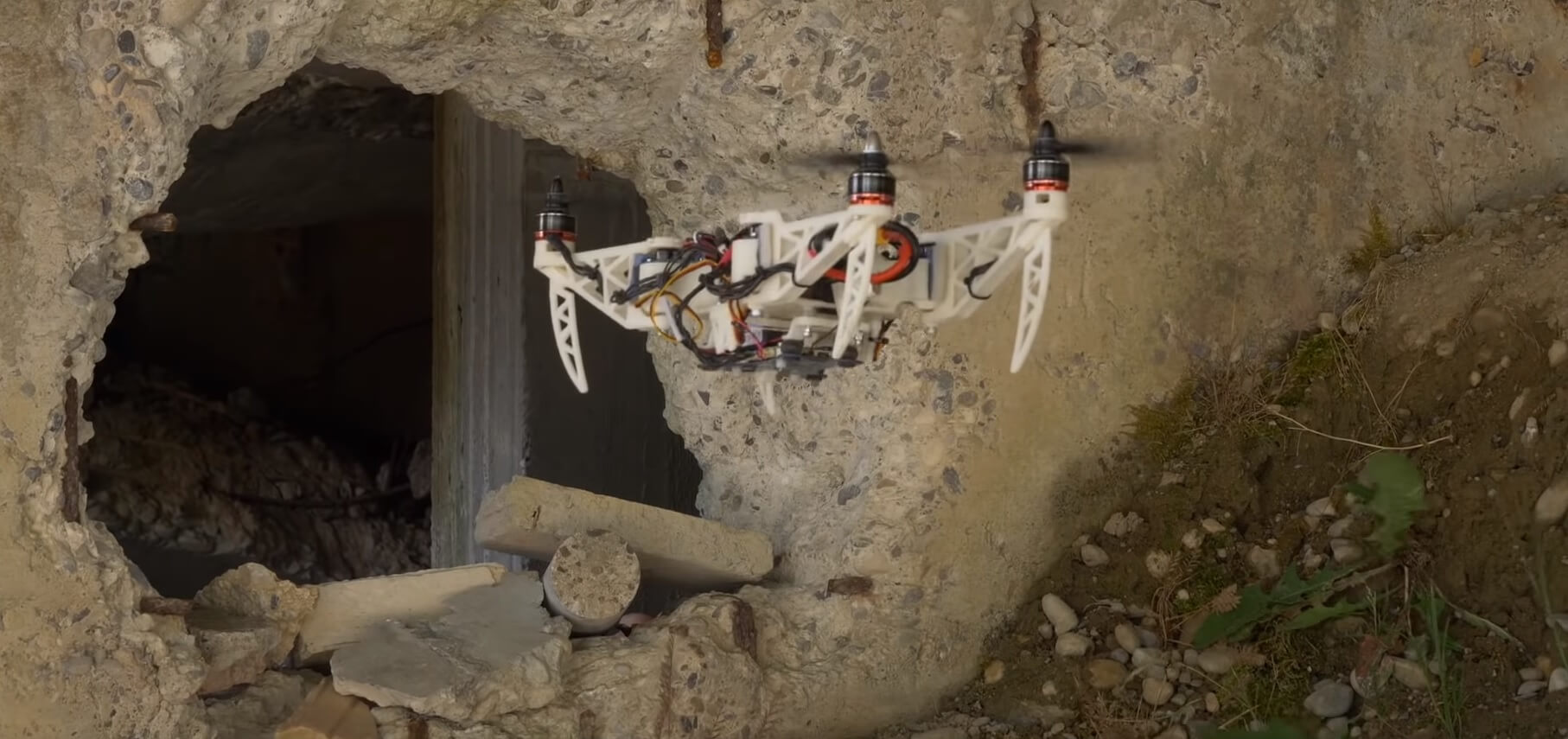 видео разработан компактный дрон меняющий форму полете