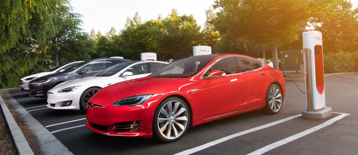 Илон Маск пообещал развернуть сеть Tesla Supercharger по всей Европе (и даже в Киеве!)