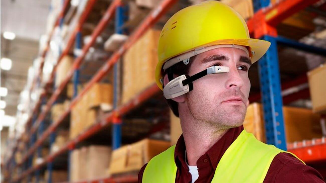 Tesla выдаст рабочим своих заводов футуристичные очки дополненной реальности