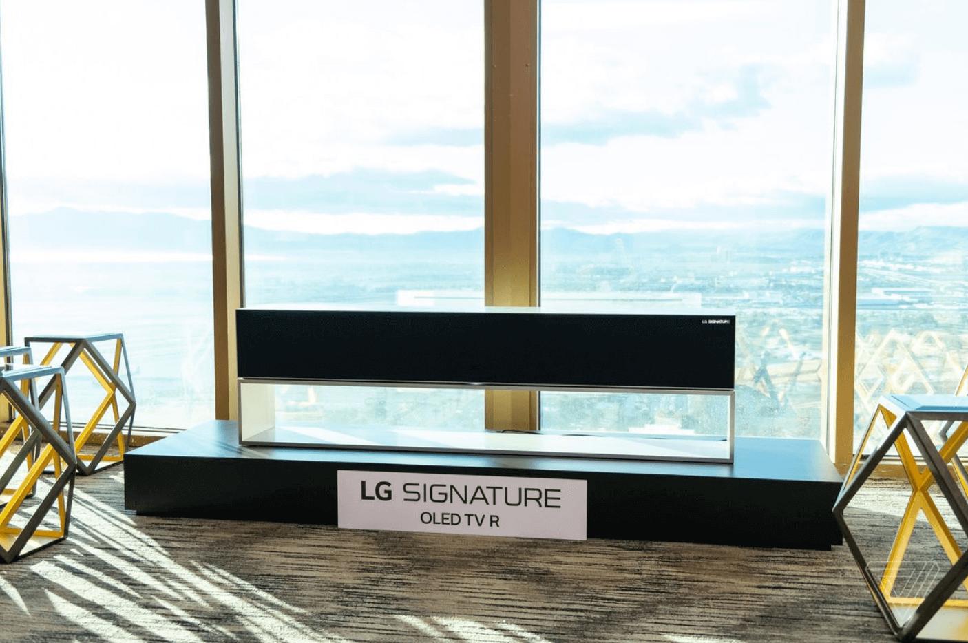 LG сделала большой экран незаметным