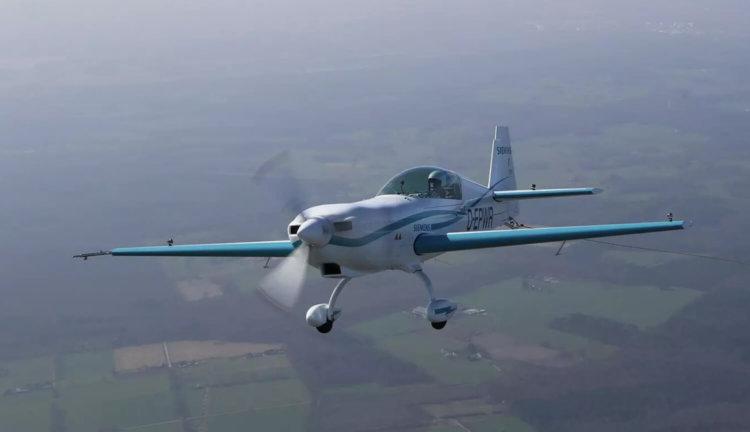 Самолет Siemens Extra 330LE