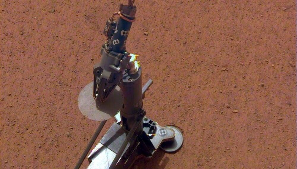 Зонд InSight готовится к бурению 5-метровой дыры на Марсе