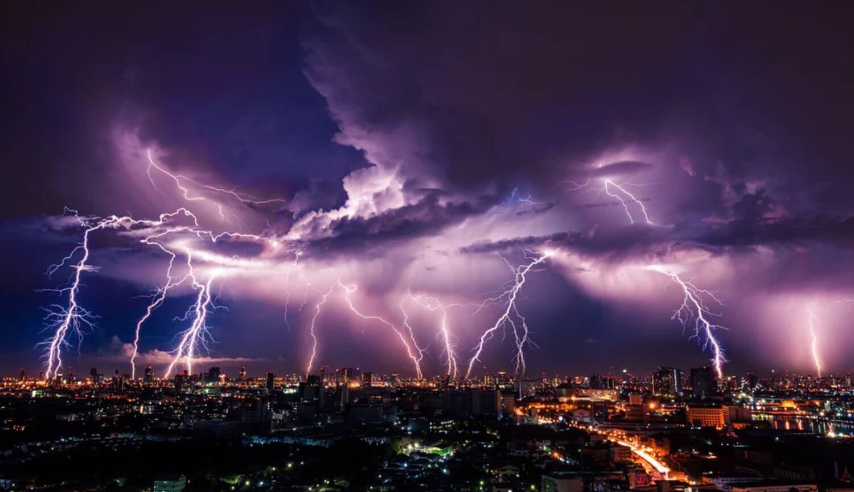 Как электромагнитные волны от молний влияют на живые клетки?