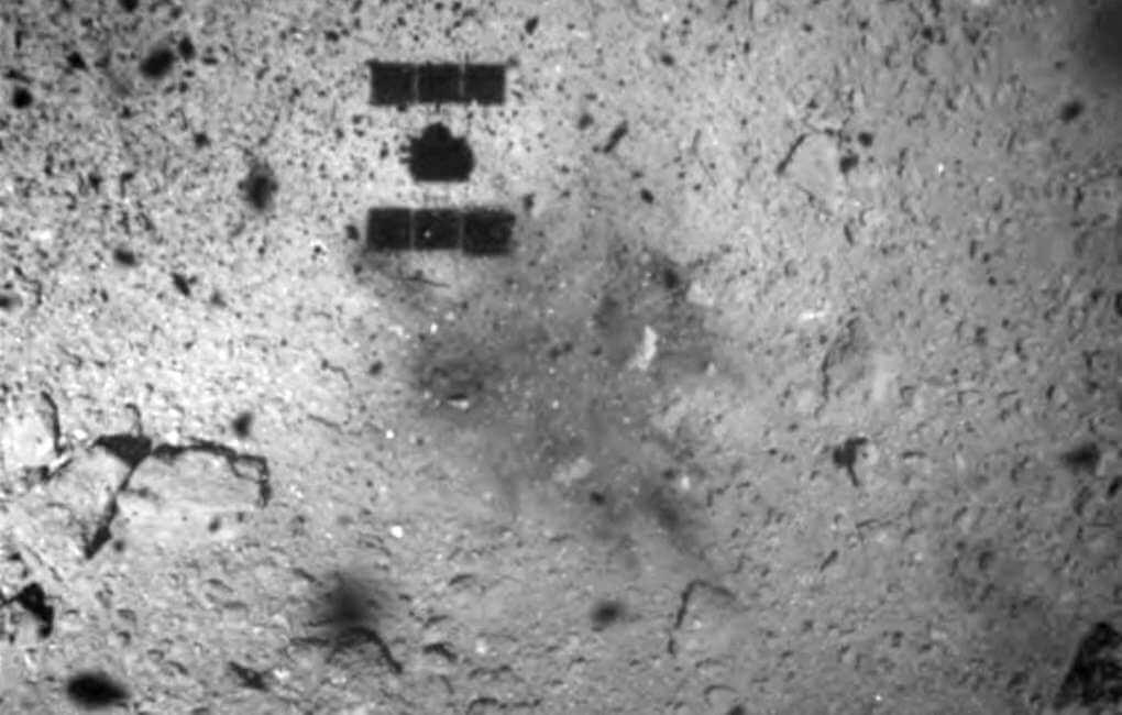 Японский зонд «Хаябуса-2» сел на астероид Рюгу и собрал образцы его грунта