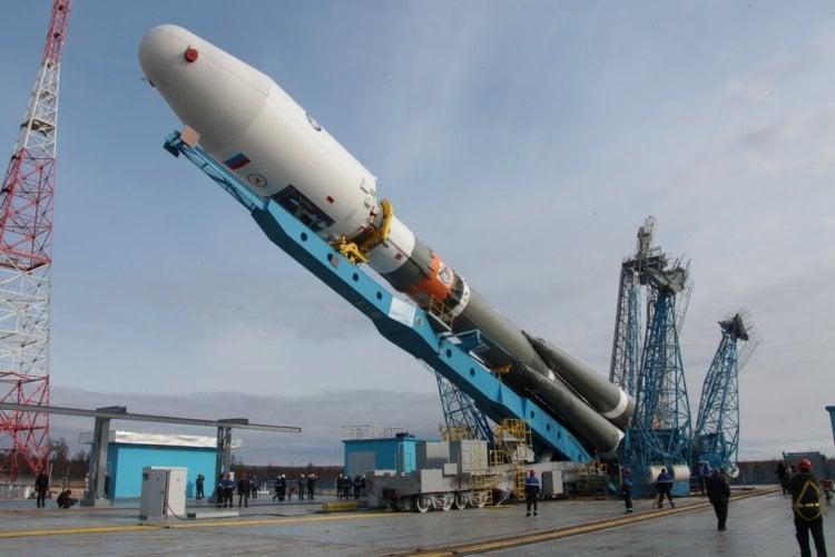Роскосмос отправит на МКС двух новых космических туристов
