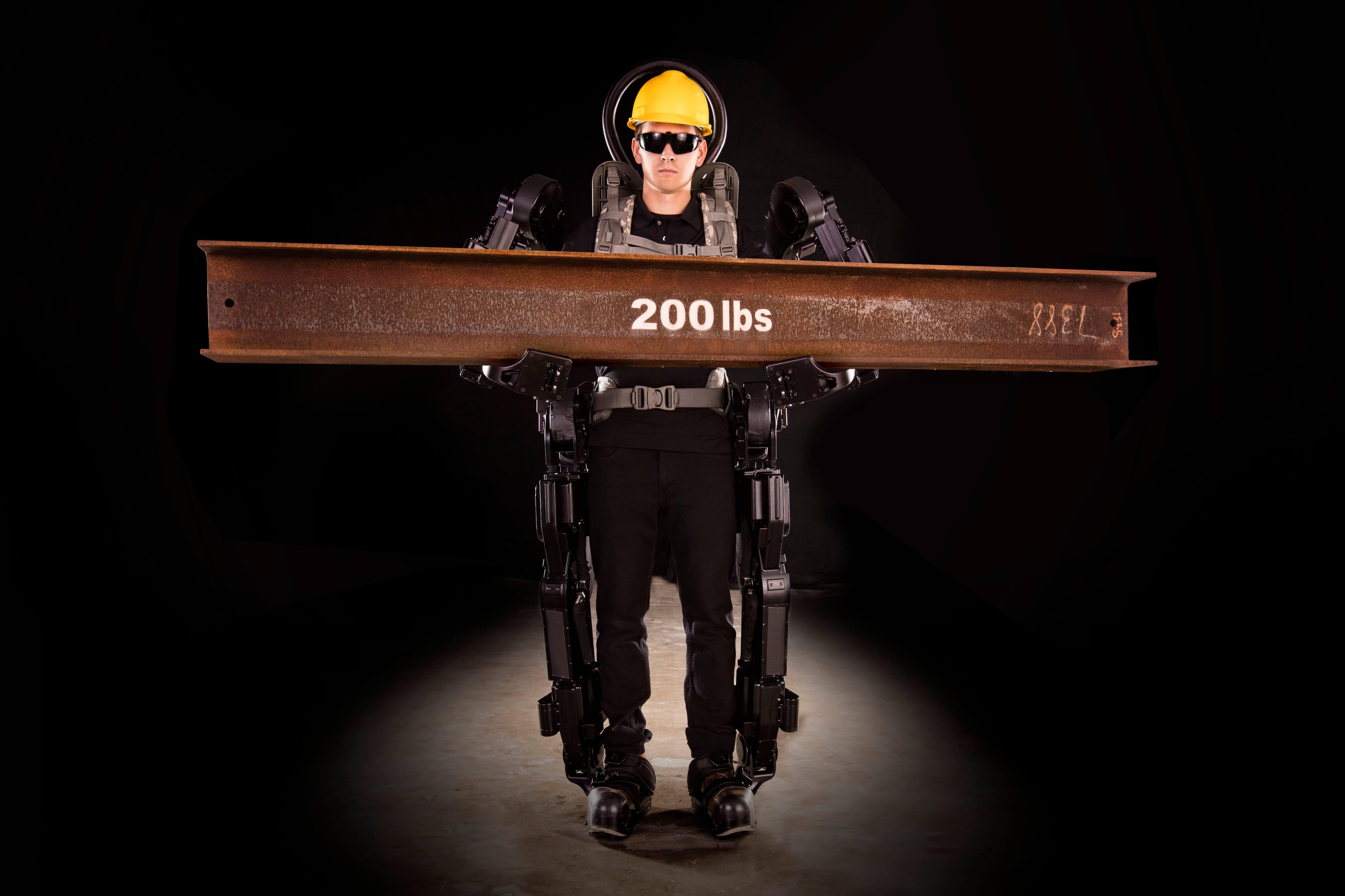 Новый экзоскелет поможет человеку поднять груз весом 90 килограммов