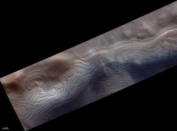 Европейский орбитальный модуль сфотографировал «волосатого синего паука» на Марсе
