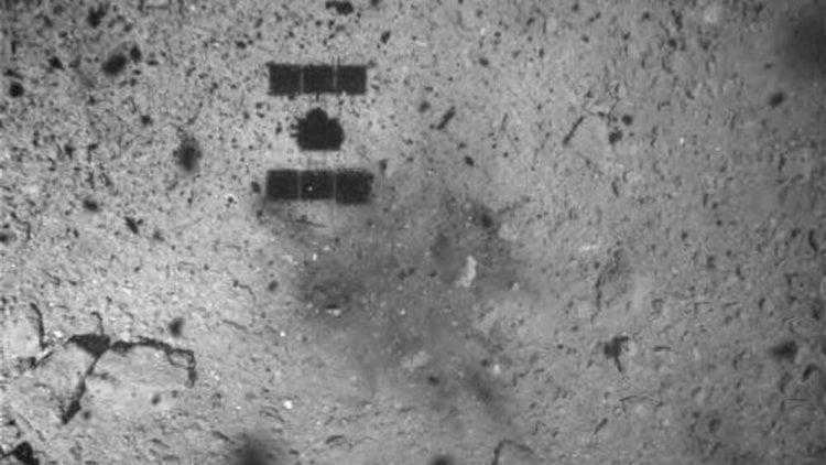 #видео | JAXA показало, как зонд «Хаябуса-2» собрал образцы грунта астероида Рюгу