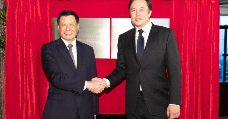 Tesla urmărește împrumutul de 2 miliarde de dolari