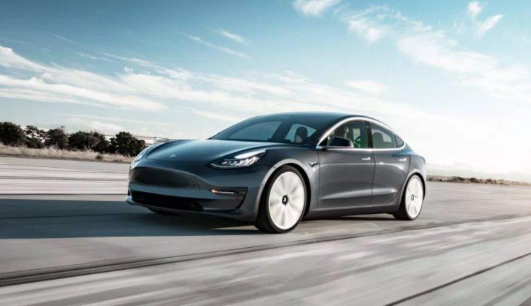 Ilon Musk a anunțat lansarea celei mai ieftine versiuni a modelului Tesla 3