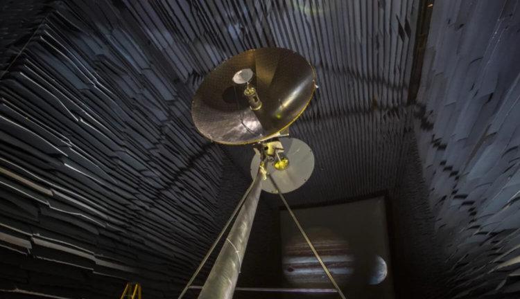 Антенна HGA для миссии Europa Clipper