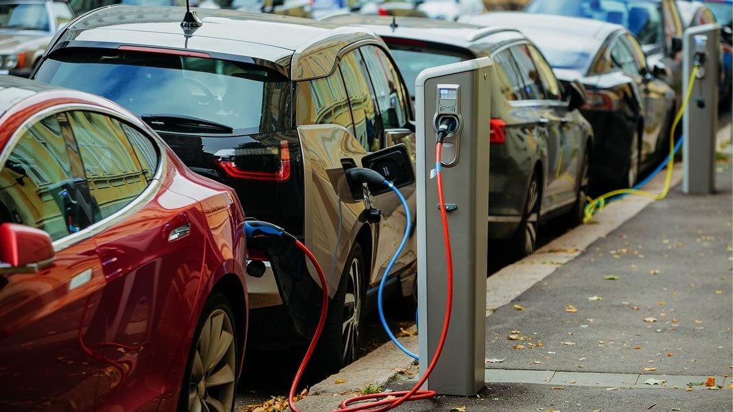 Электромобили будут дешевле обычных авто уже в 2022 году
