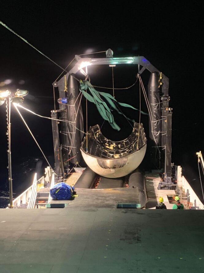 SpaceX спасла носовой обтекатель ракеты Falcon Heavy и собирается повторно его использовать