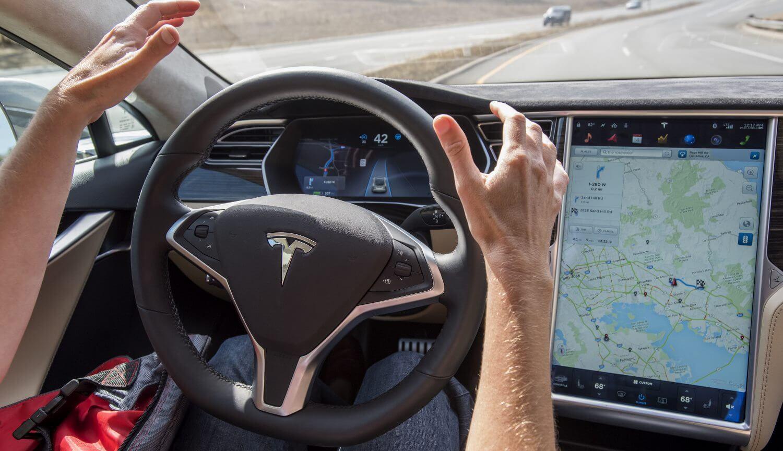 #видео | Хакеры взломали автопилот Tesla нестандартными методами