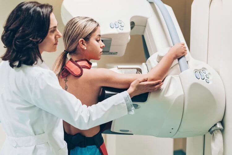 Врачи назвали три простых способа предупредить развитие рака молочной железы