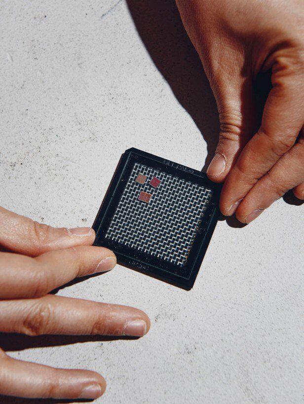 На секретной конференции Amazon показали новый чип. Он может изменить будущее искусственного интеллекта