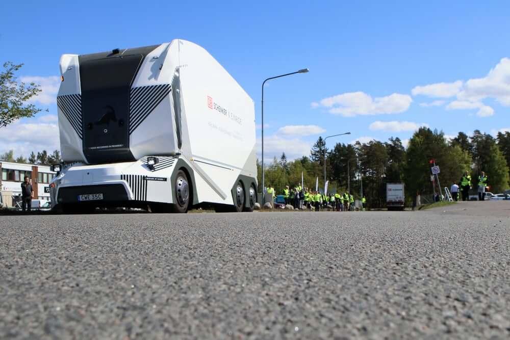 В Швеции началась коммерческая эксплуатация полностью автономного электрического грузовика