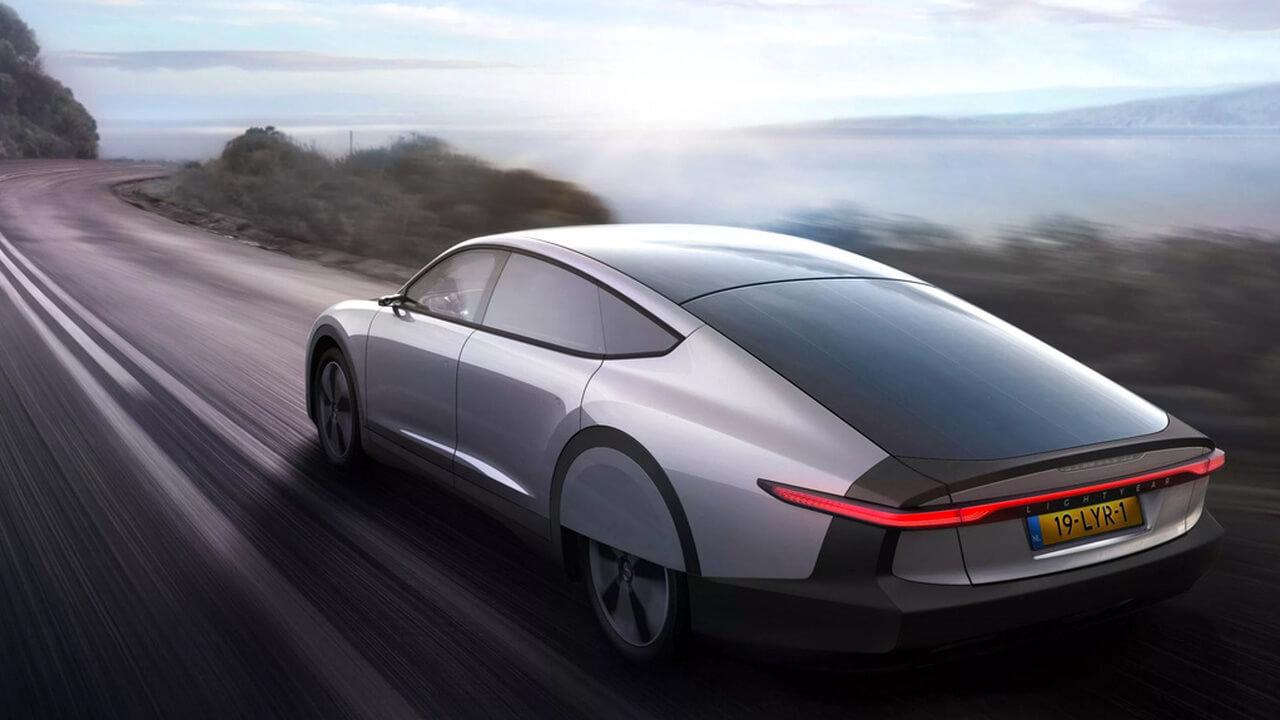 У Tesla новый конкурент. С большим запасом хода, да еще и на солнечной энергии