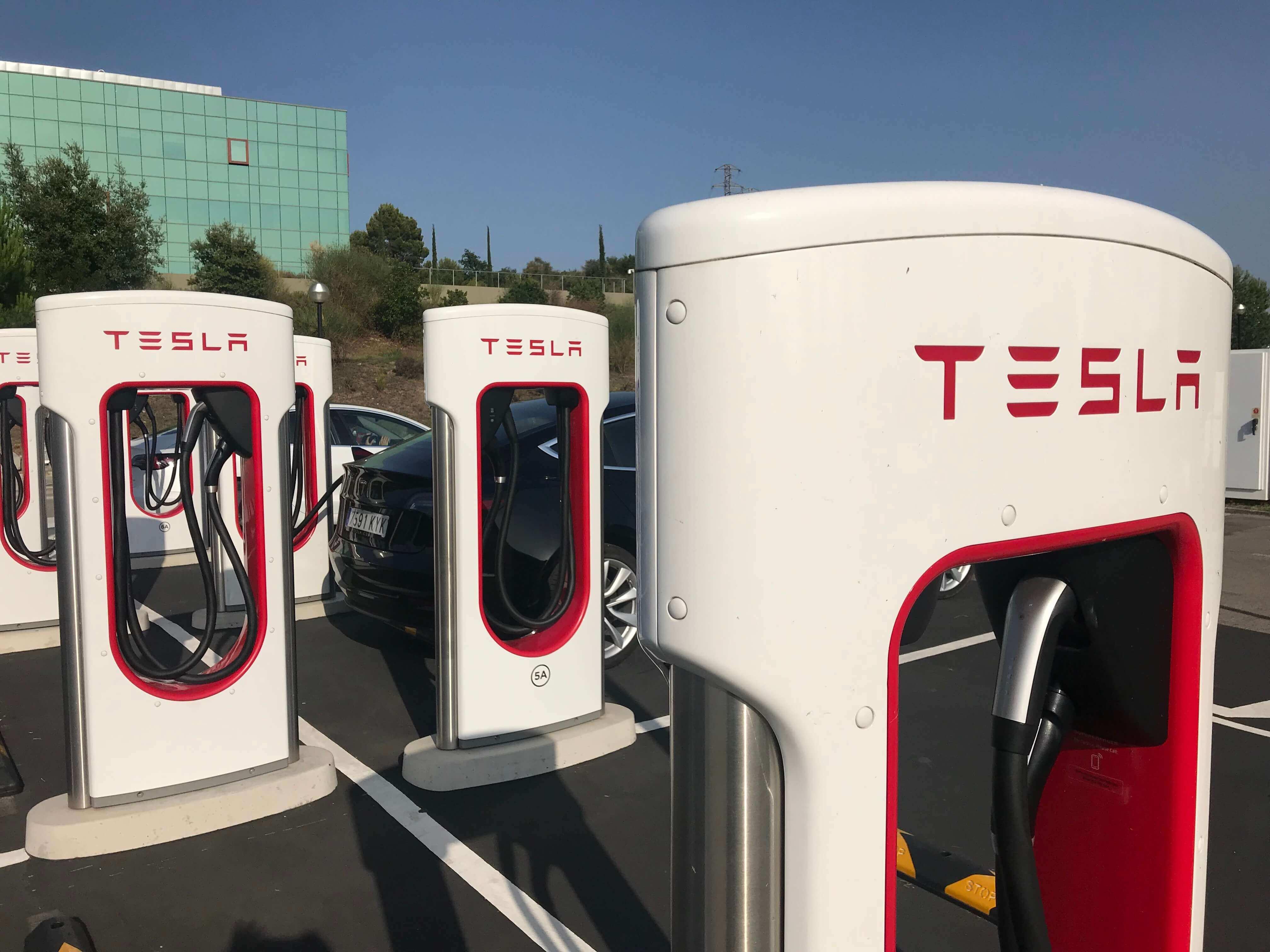 Как заряжать Tesla?