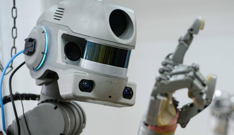 Российский робот FEDOR попросил поменять ему имя и завел твиттер