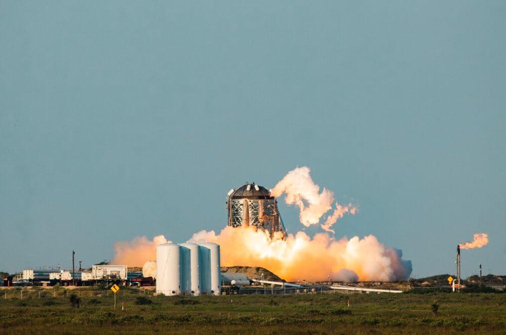 Прототип космического корабля компании SpaceX снова загорелся во время испытаний