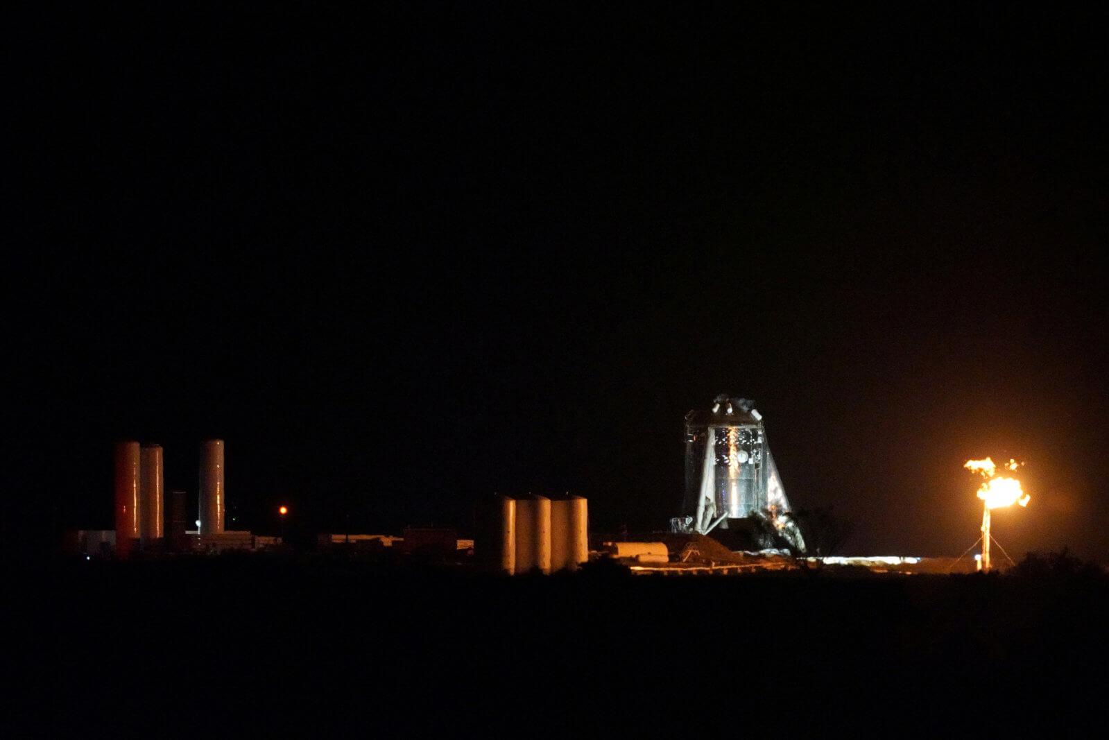 SpaceX провела успешные испытания прототипа космического корабля для полетов на Марс