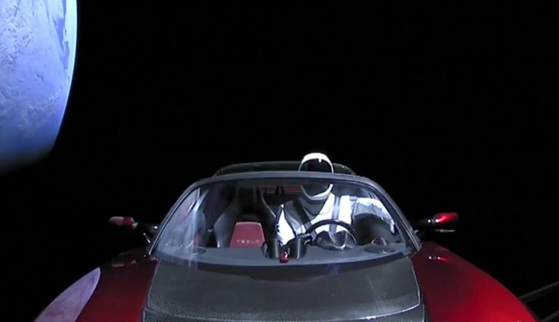 Tesla разрабатывает автомобиль с ракетными двигателями