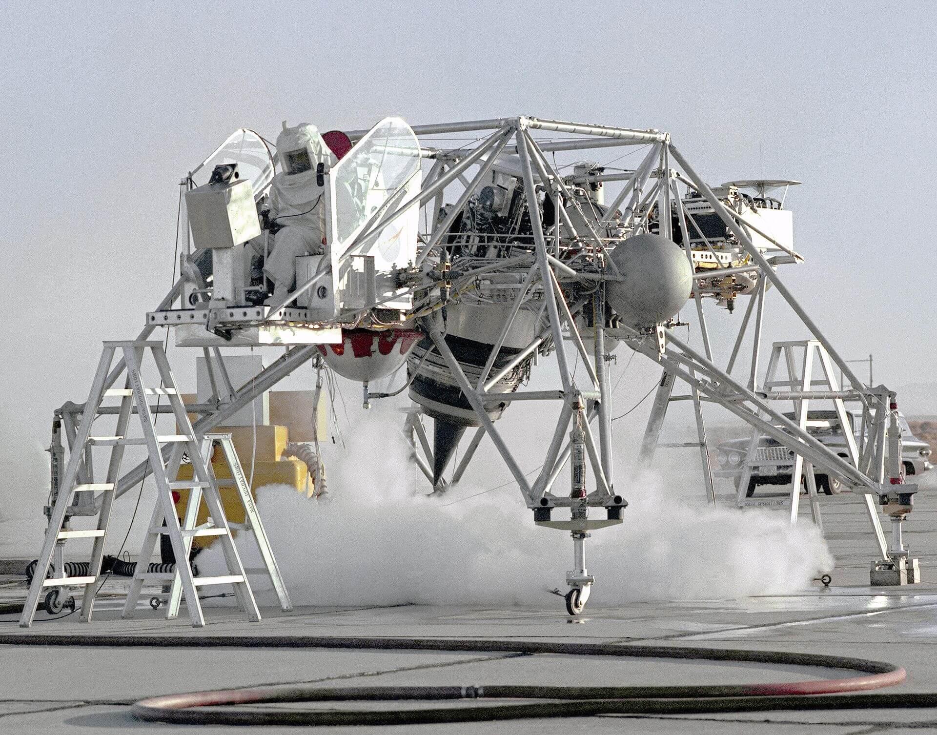 Что общего между американским тренажером для посадки на Луну и советским турболетом 1955 года