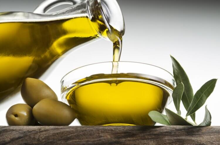 В чем разница между оливками и маслинами? И какая от них польза