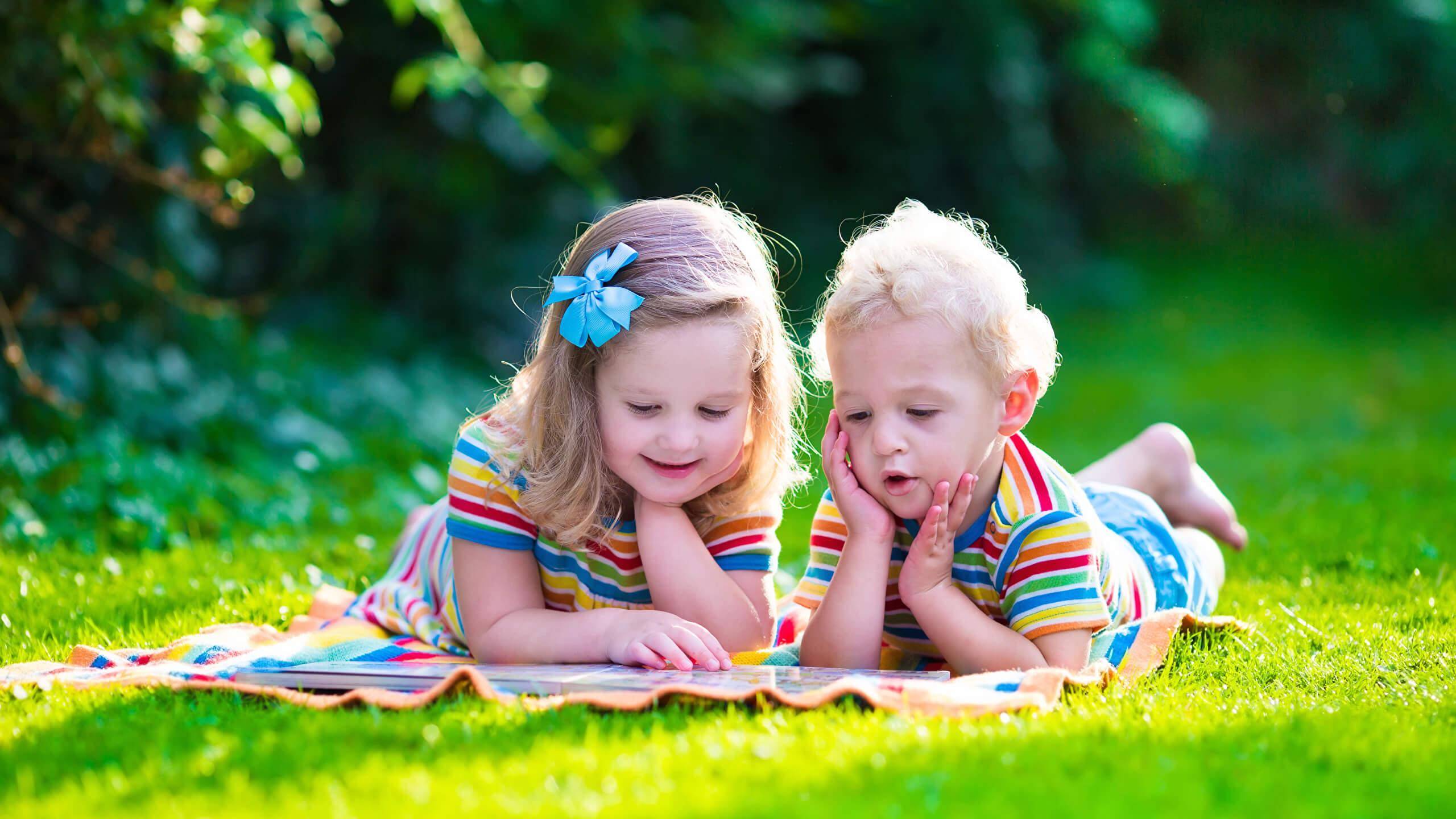 красивые фото с детьми на траве крепость первом