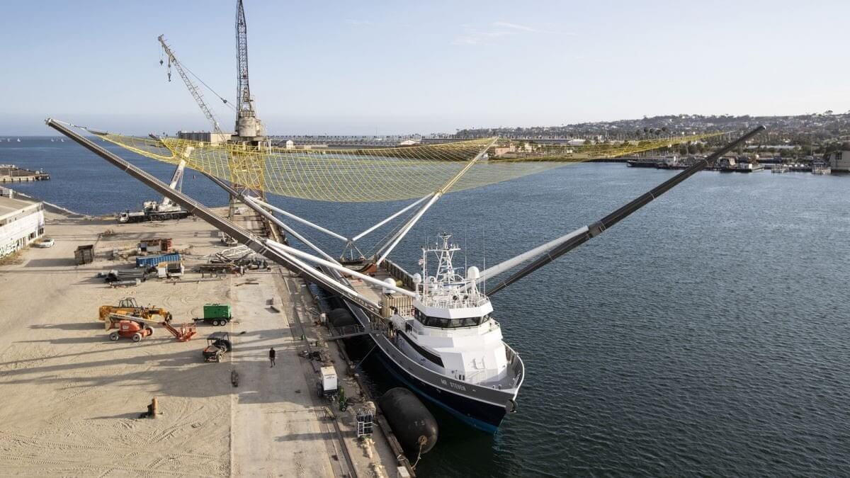 #видео   Как SpaceX ловит части своих ракет при помощи плавающего корабля?