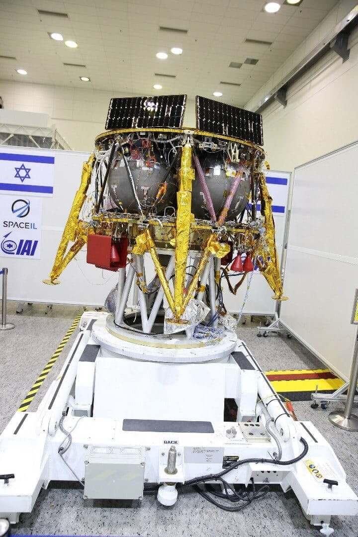 Израильский лунный модуль мог занести на Луну живых существ