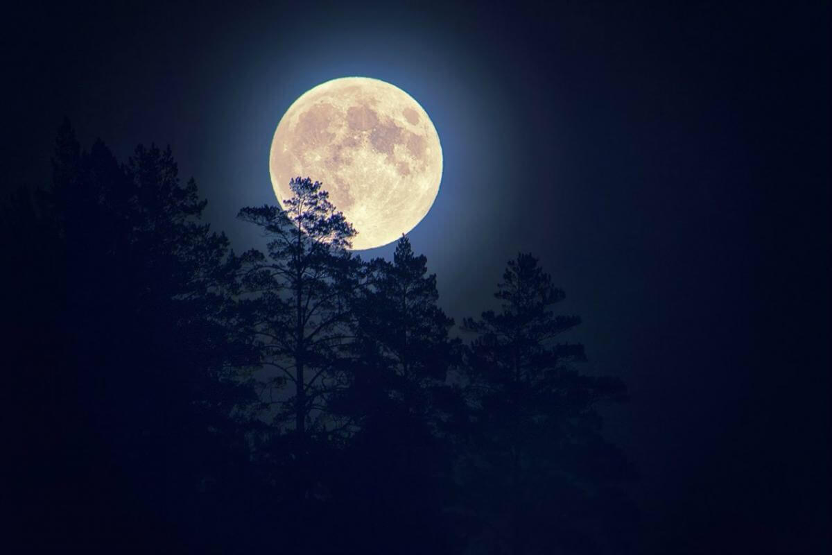 Летием женщине, картинка с луной