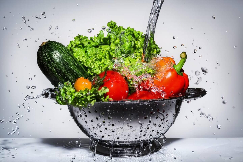 Нужно ли мыть фрукты и овощи с мылом?
