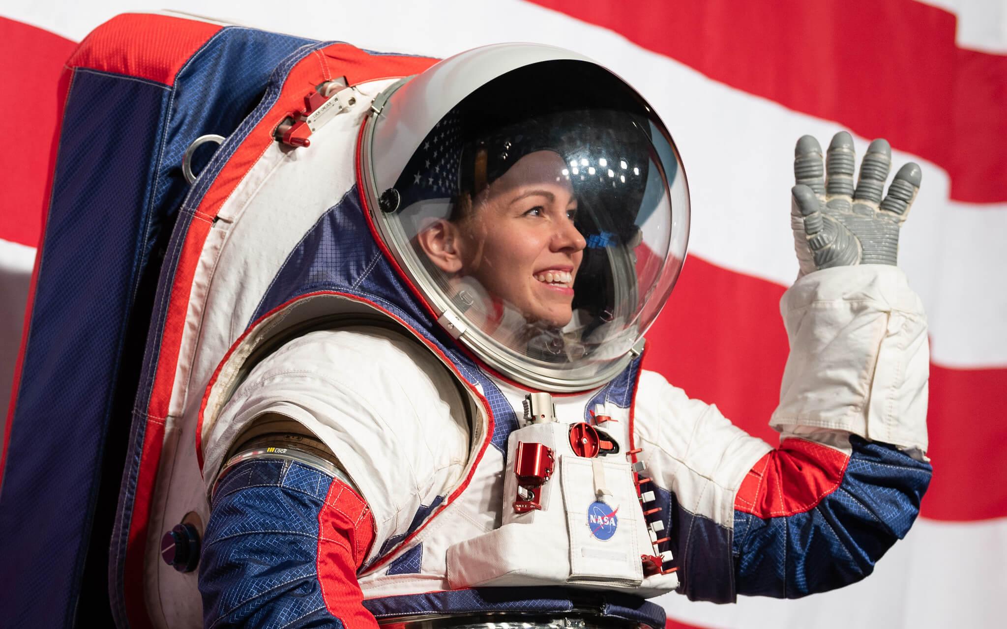 NASA показала скафандр, в котором американцы вернутся на Луну
