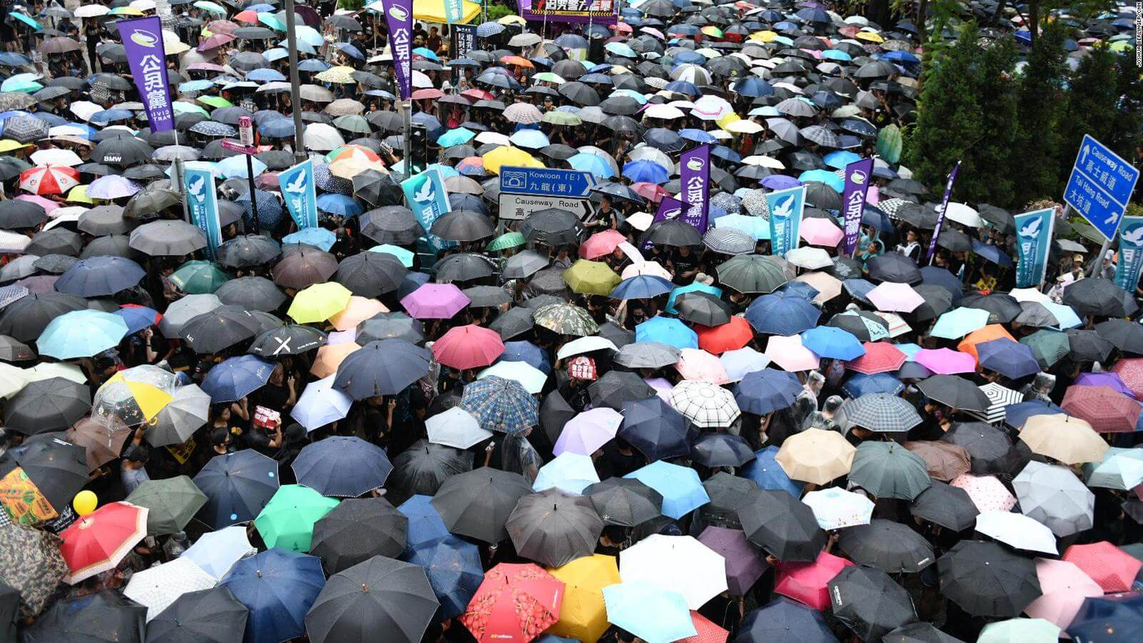 Наука неотделима от политики: почему мирные протесты эффективнее насильственных?