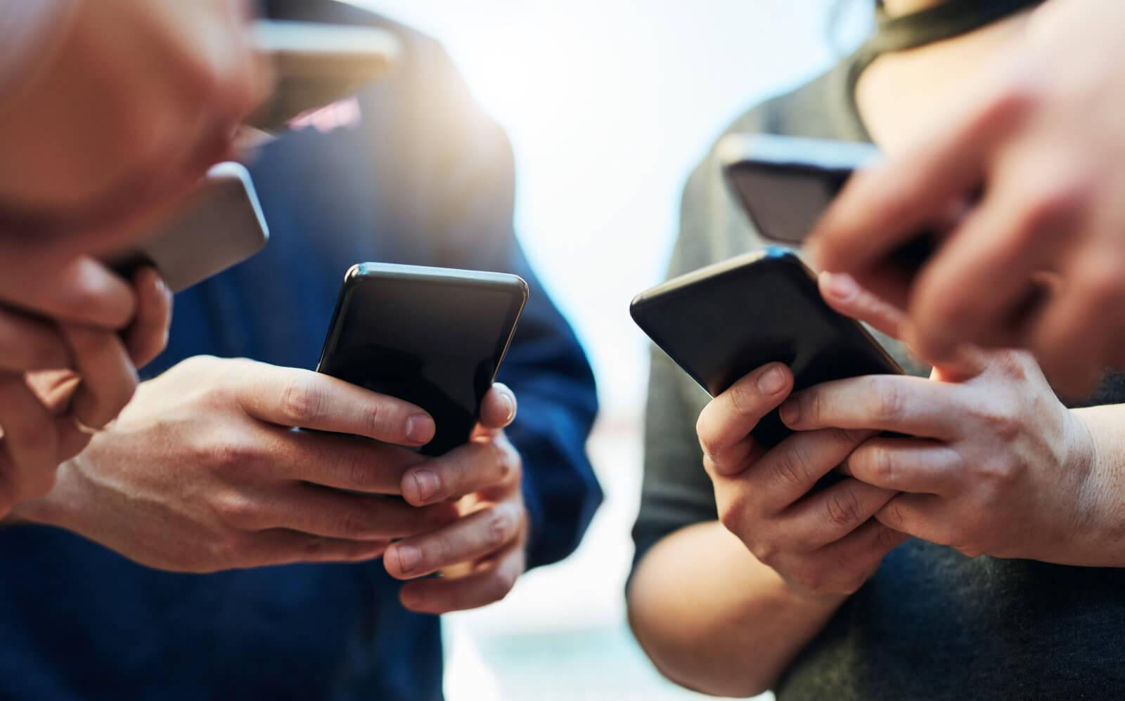 Представители какого поколения не могут жить без смартфонов? Ответ вас удивит