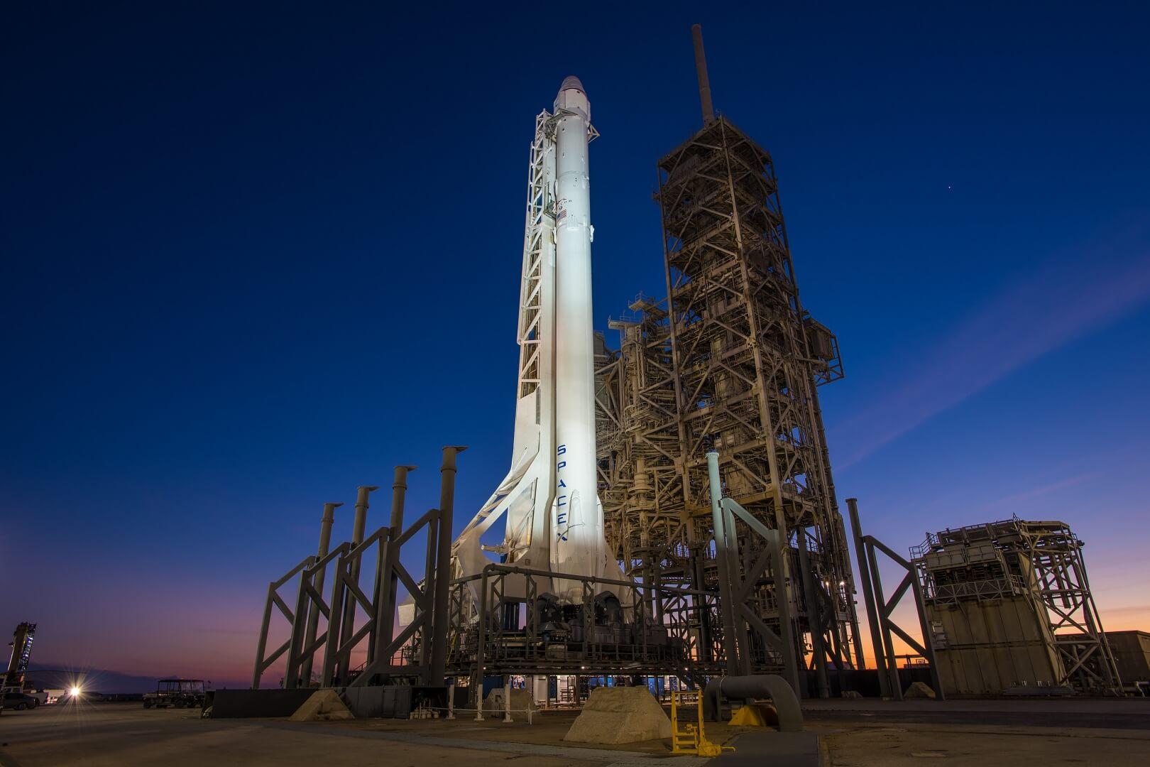 Илон Маск отправит первую пилотируемую ракету к МКС в мае