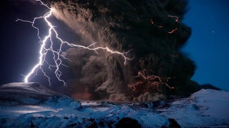 Из-за чего бьет молния и как она появляется