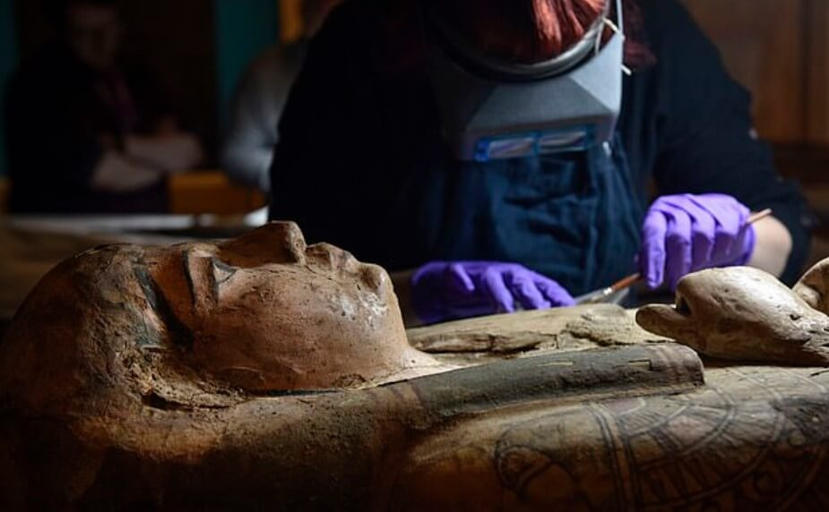 Внутри гроба с мумией найдена картина древнего художника