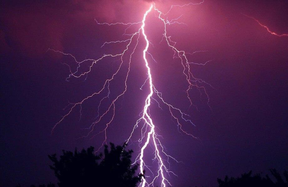 Какой длины могут достигать молнии?