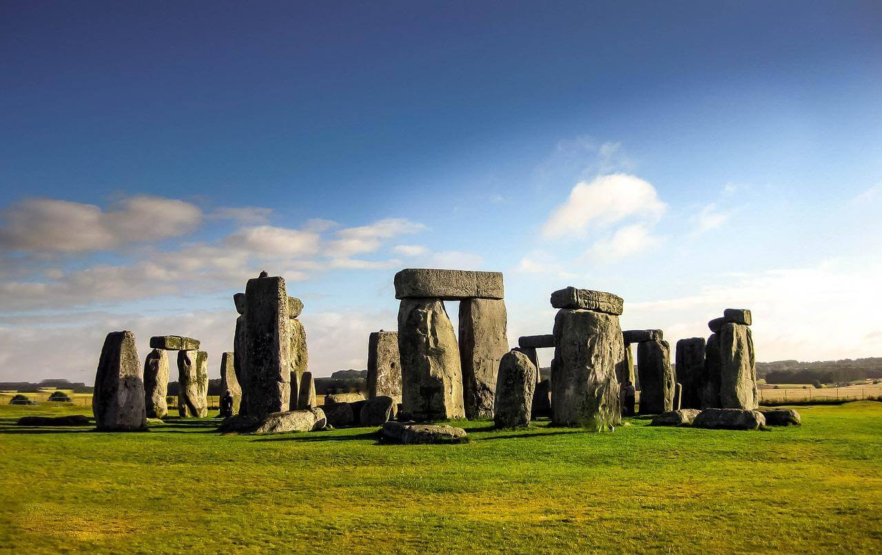 Что такое Стоунхендж и какие загадочные объекты вокруг него построены?